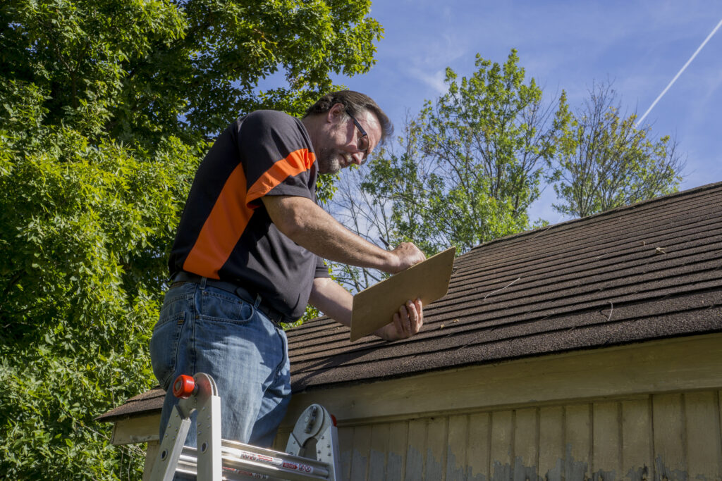 roofing expert fixing roof